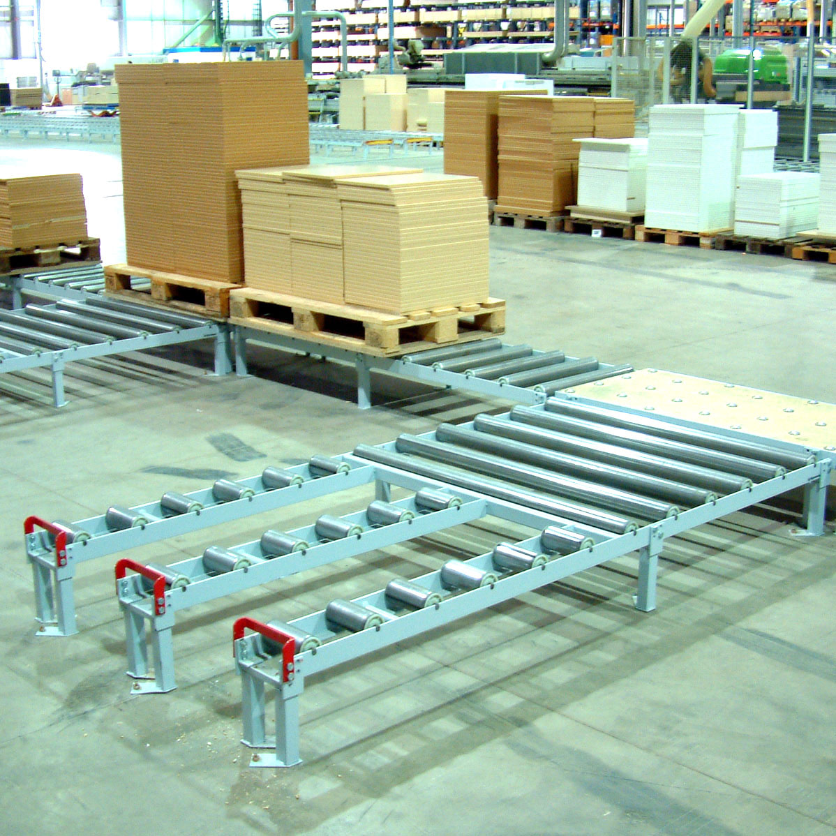 Udrevne rullebaner i møbelproduktion / Non-driven roller conveyors in furniture factory