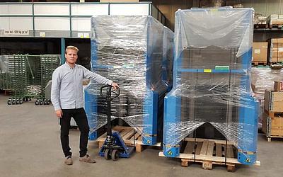 Q-System satsar på utlandet med PallEvator pallmagasin