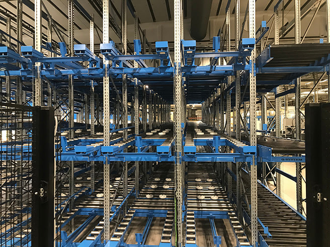 Conveyor with double outfeed section