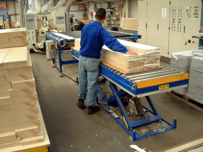 Lifting tables with roller conveyor top